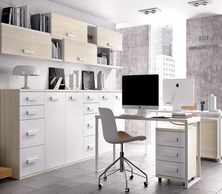 Mesa de ordenador y silla
