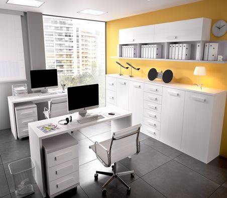 Mesas y estanterias de oficina